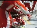 Formula 1 - Raikkonen calca un mecanic